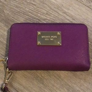 🎉 1 Day Sale 🎉 Magenta Michael Kors Small Wallet